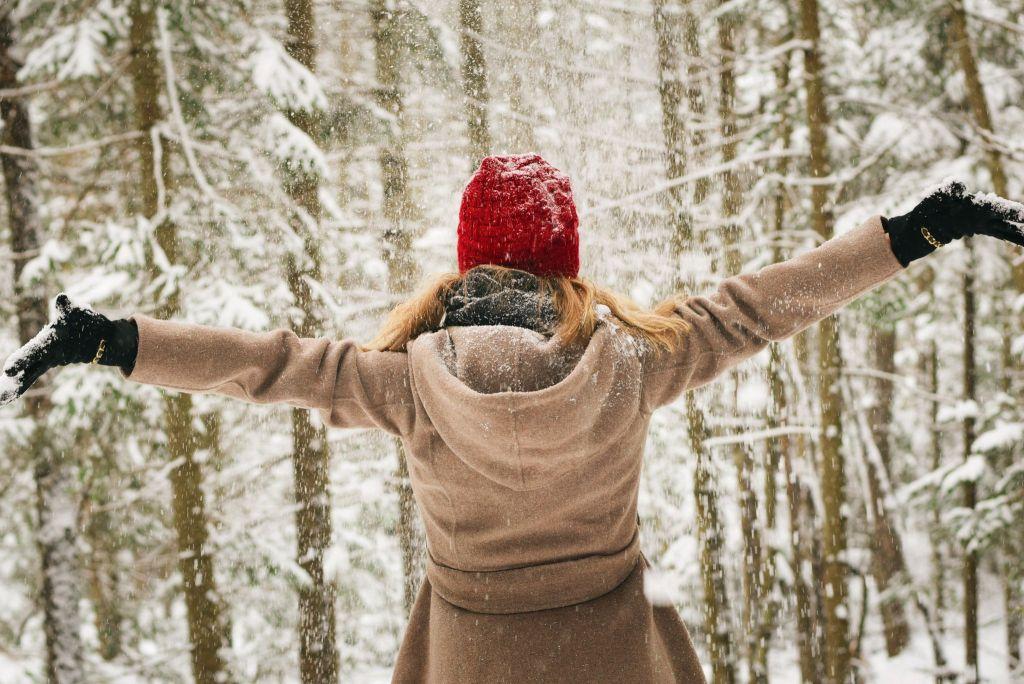 Vegan Winter Coats - Girl in snow